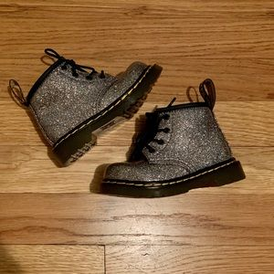 INFANT 1460 GLITTER LACE UP BOOTS